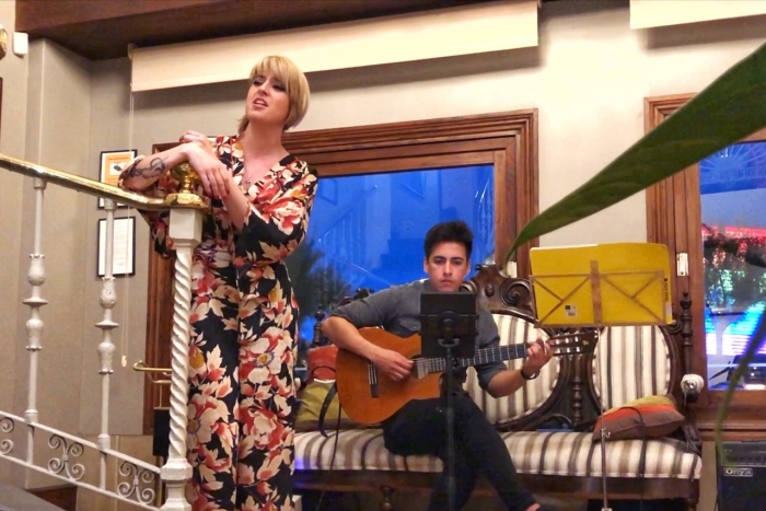 La soprano lírica Maider Ronquete junto al guitarrista Brian Aching